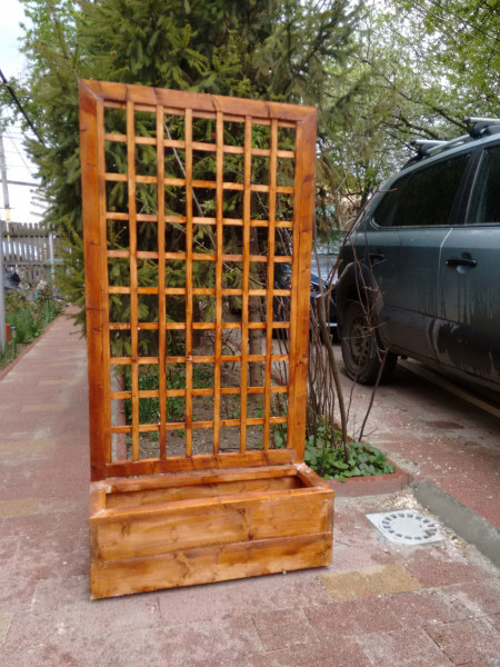Planter-with-trellis