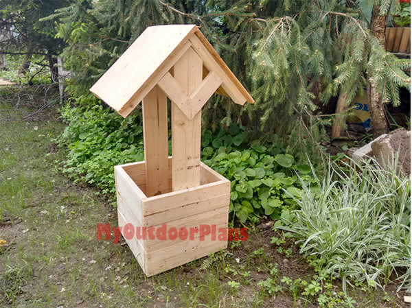 Building-the-roof-for-the-wishing-well-planter