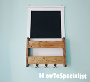 Chalkboard-with-shelves-and-key-holder