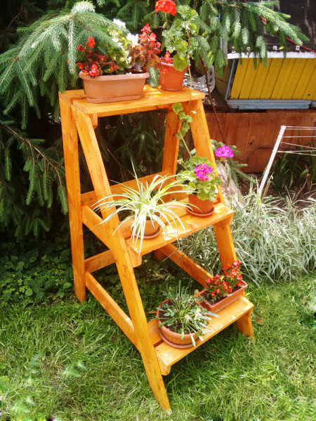 Diy ladder plant stand myoutdoorplans free woodworking plans and projects diy shed wooden - Ladder plant stand plans free ...