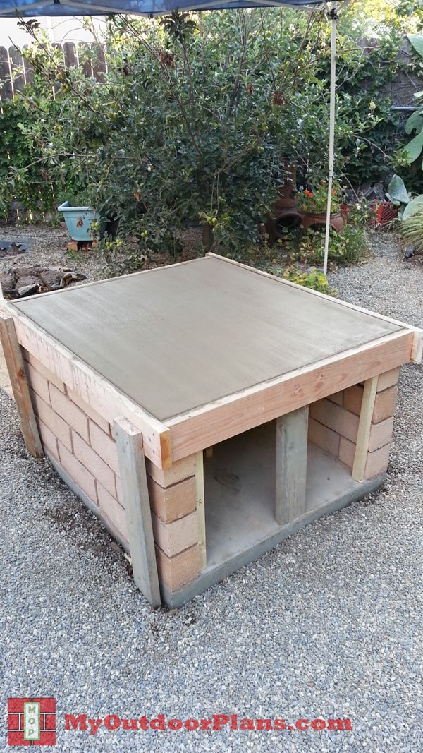 Pouring-the-concrete-countertop