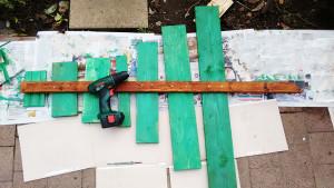Assembling-the-wood-Christmas-tree