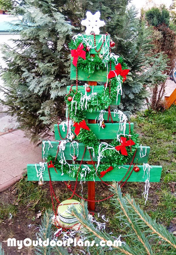 DIY Christmas Yard Art