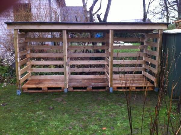 DIY Pallet Wood Shed