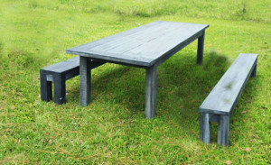 DIY-Table-with-Beches