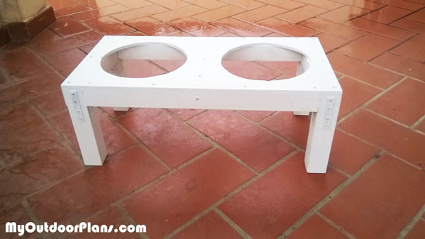 DIY-Dog-feeding-station