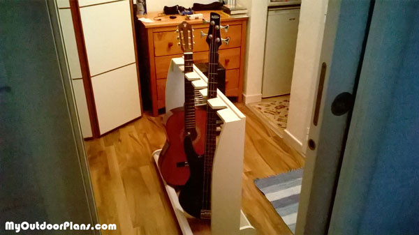 diy wooden guitar stand myoutdoorplans free woodworking plans and projects diy shed wooden. Black Bedroom Furniture Sets. Home Design Ideas