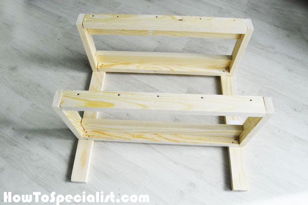 Assembling-the-dool-bunk-bed