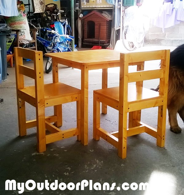 Build-a-kids-table-with-kids-chairs