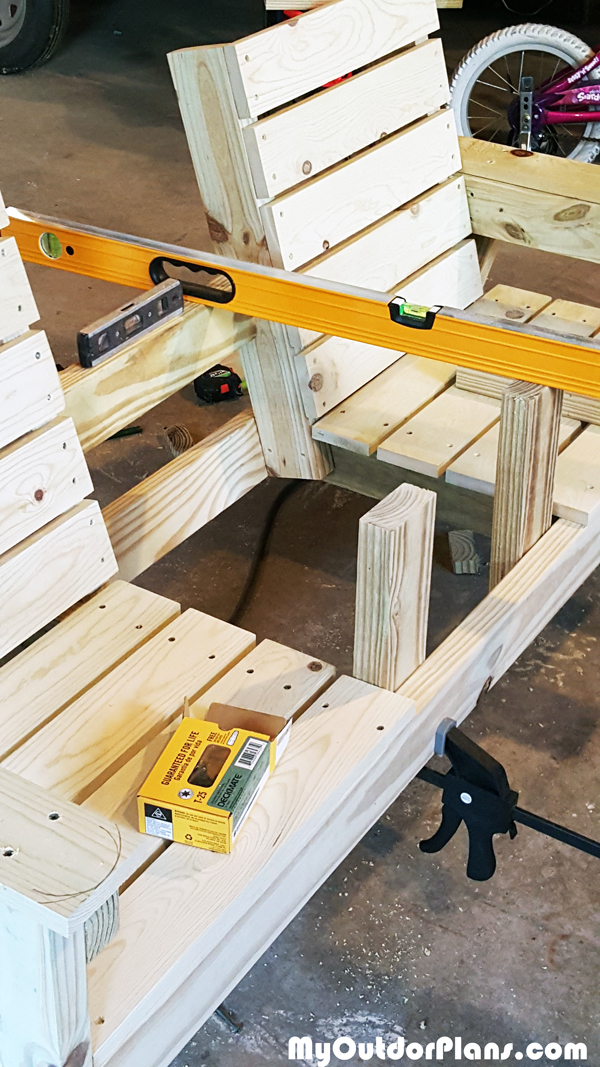 Assembling-the-bench-table