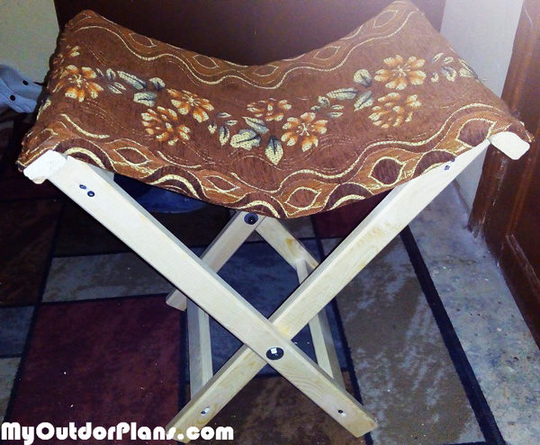 Diy Folding Stool Myoutdoorplans Free Woodworking Plans And Projects Diy Shed Wooden Playhouse Pergola Bbq