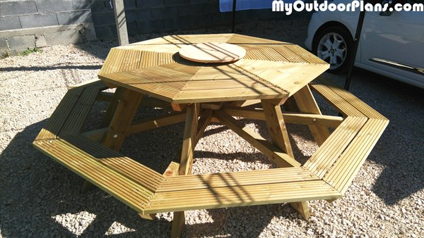 DIY-Octagonal-picnic-table