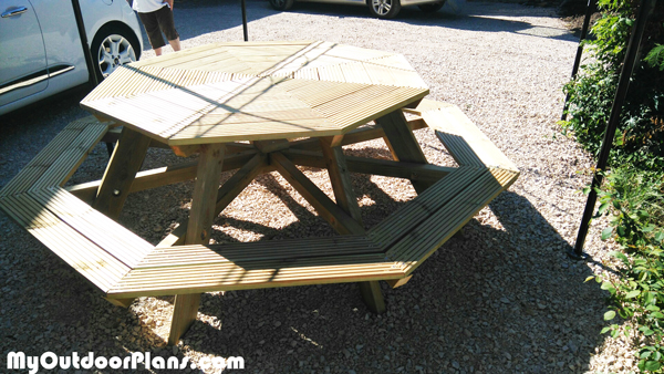 Octagonal-table