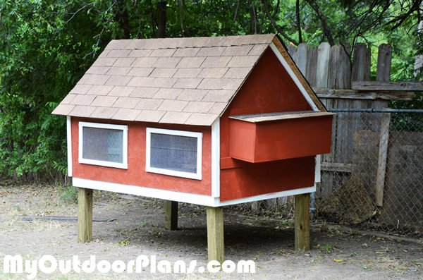 DIY-Chicken-Coop-with-Nesting-Boxes