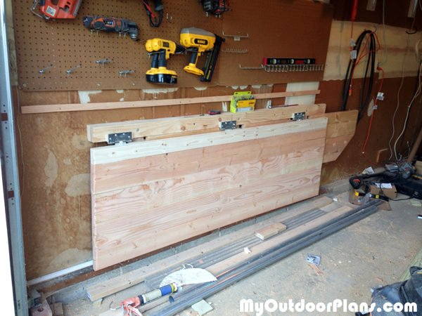 Fold-down-workbench