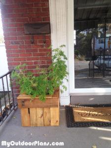 building-a-pallet-wood-planter