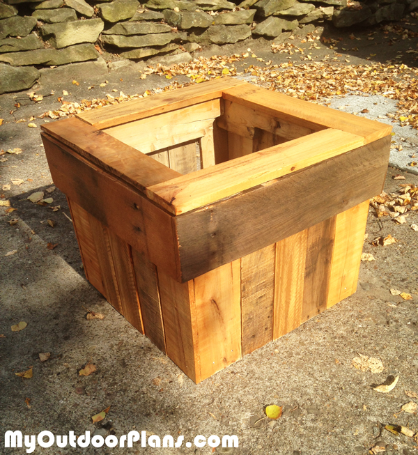 diy-pallet-wood-planter-box