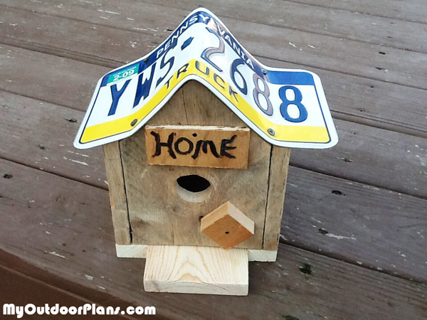 license-plate-birdhouse