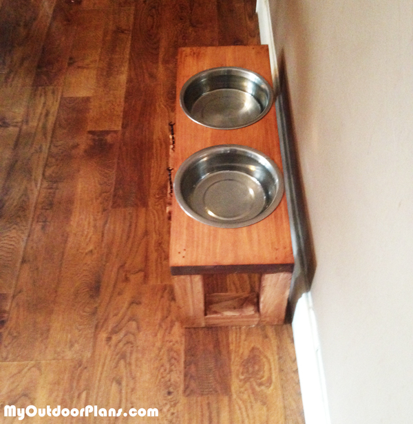 Build-a-dog-bowl-stand