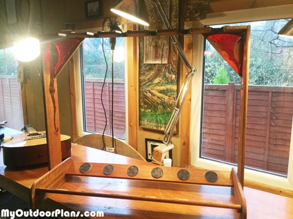 DIY-Wood-Guitar-Stand