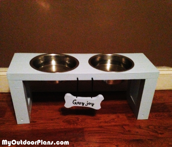 DIY-Dog-Bowl-Stand