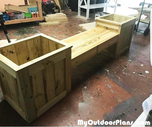 DIY Wooden Planter Bench
