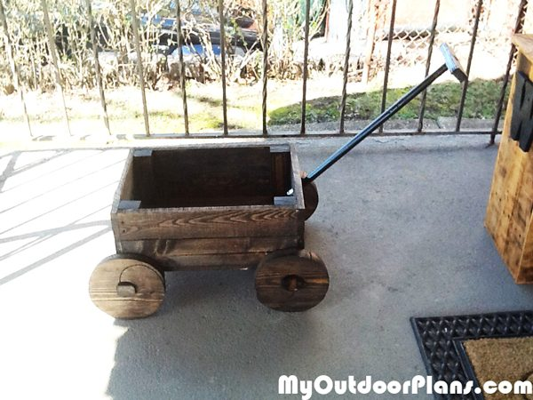 Building-a-wagon-planter-box
