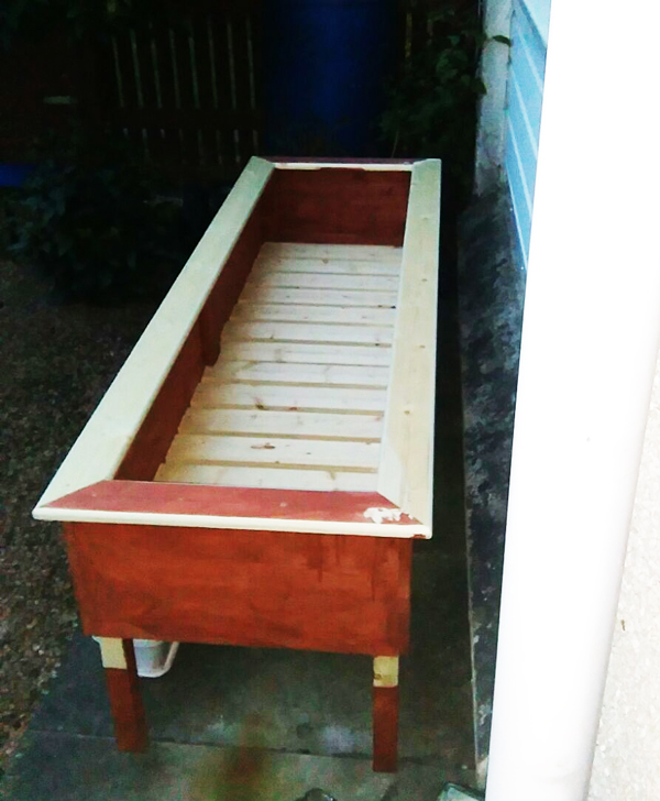 Assembling-the-planter-box