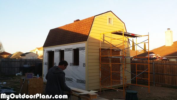 Fitting-the-siding