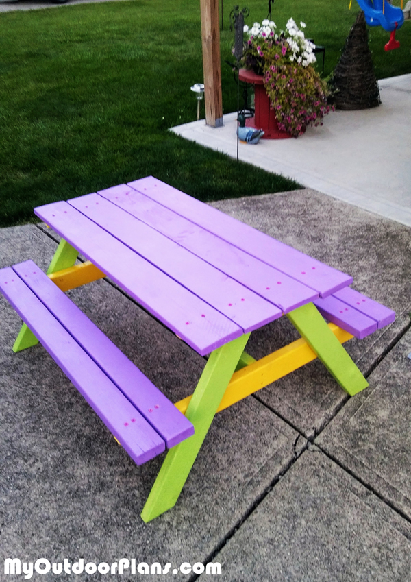 Building-a-kids-picnic-table