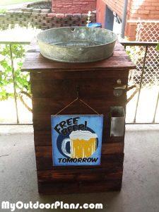 DIY-Galvanized-Ice-Bucket-Beer-Stand