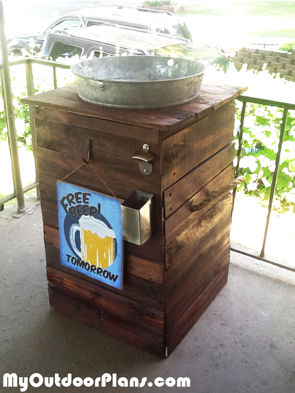 DIY Galvanized Ice Bucket Beer Stand