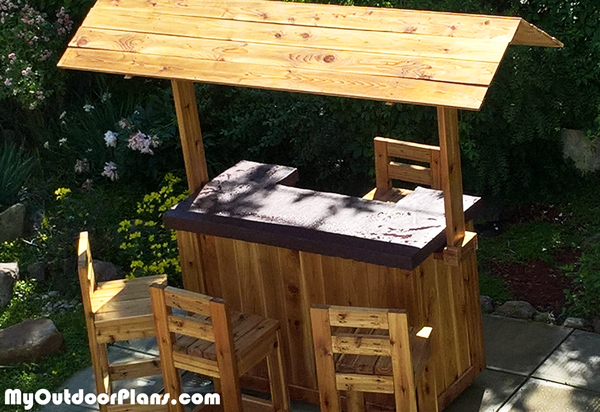 Building-a-tiki-bar-roof