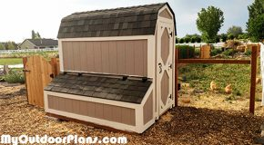 DIY 4×8 Barn Chicken Coop