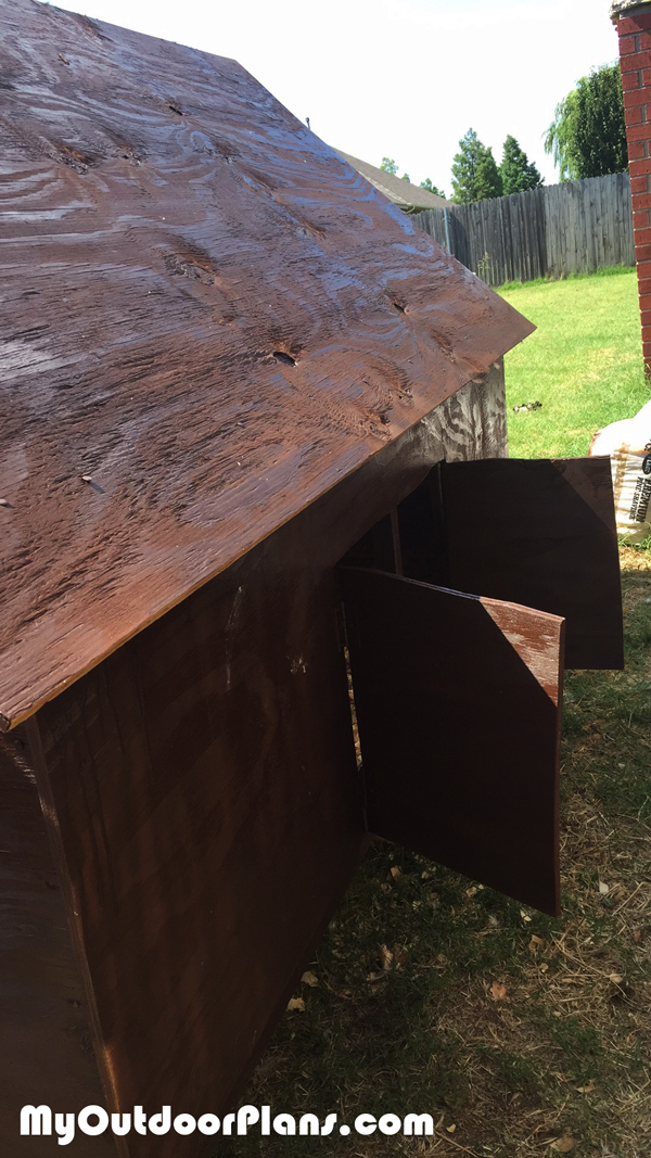 Easy-chicken-coop---side-view