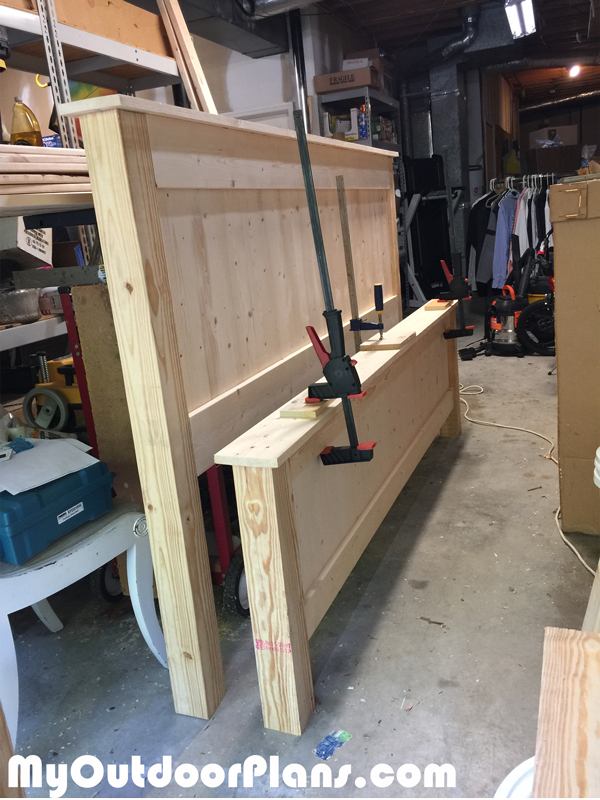 Assembling-the-farmhouse-bed