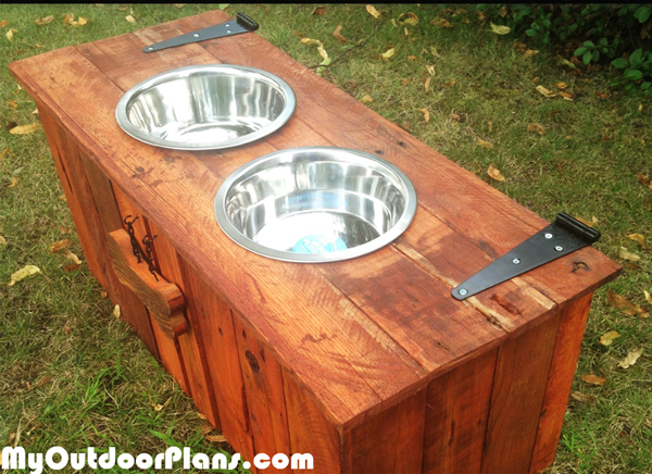 DIY-Food-&-Water-dog-tray-with-food-storage