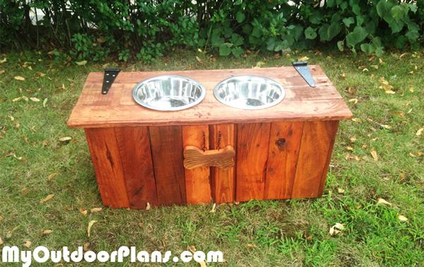 Dog-feeding-station