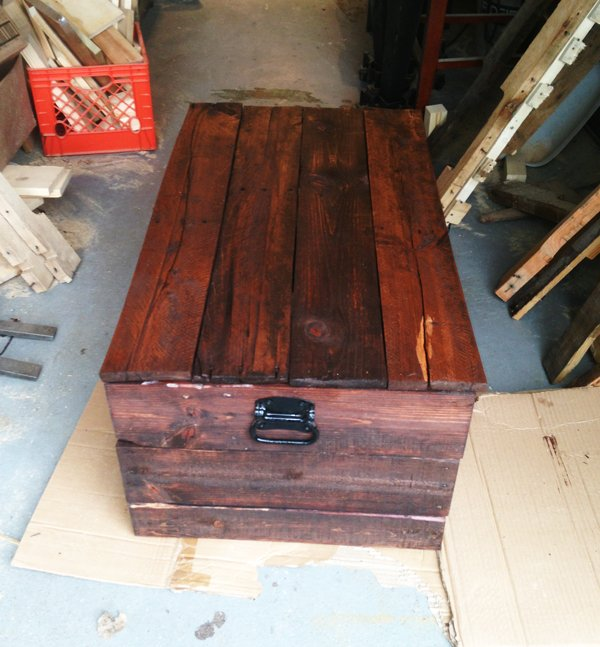 DIY-Blanket-Chest