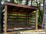 DIY Firewood Shed with Pallet Floor