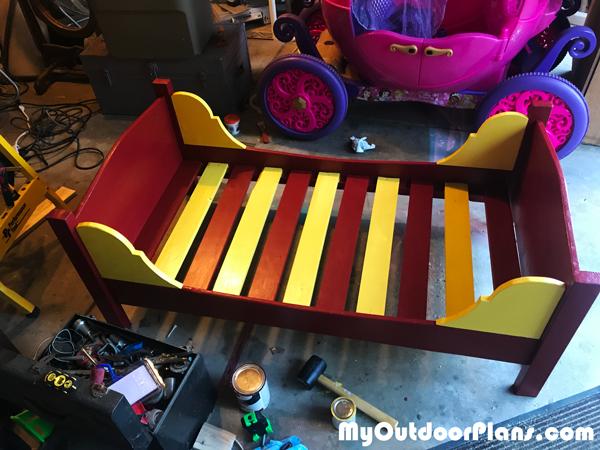 DIY-Bed-frame-for-toddlers