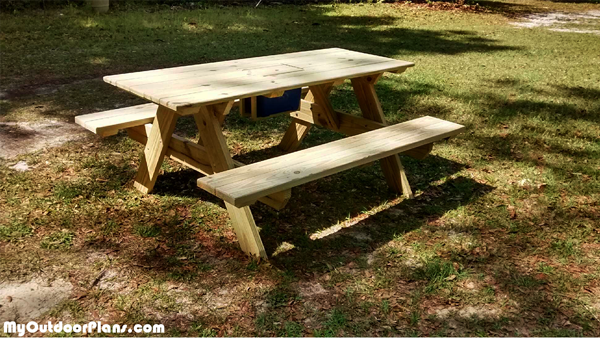 Picnic-table-with-ice-chest