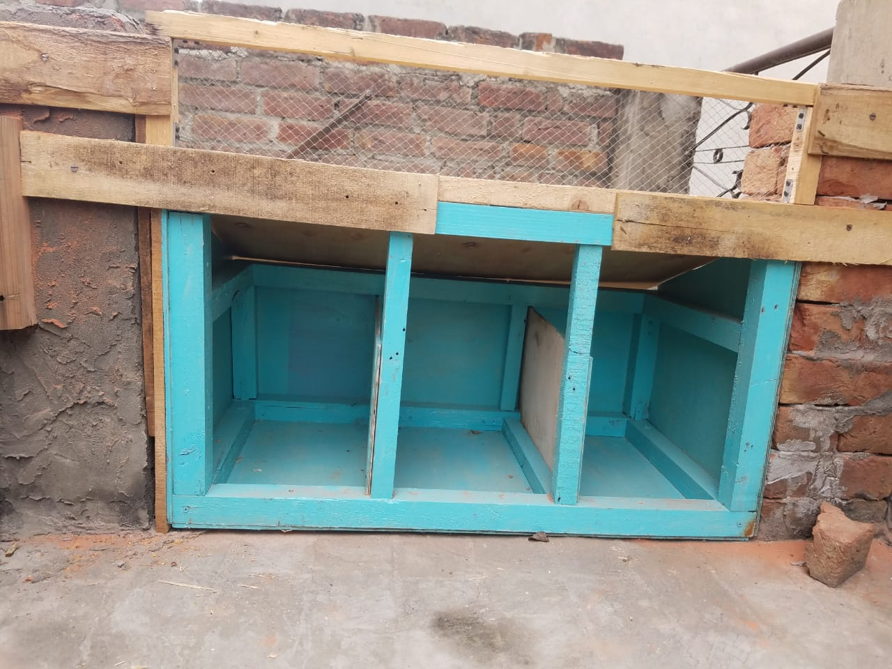 DIY Chicken Coop Nesting Box
