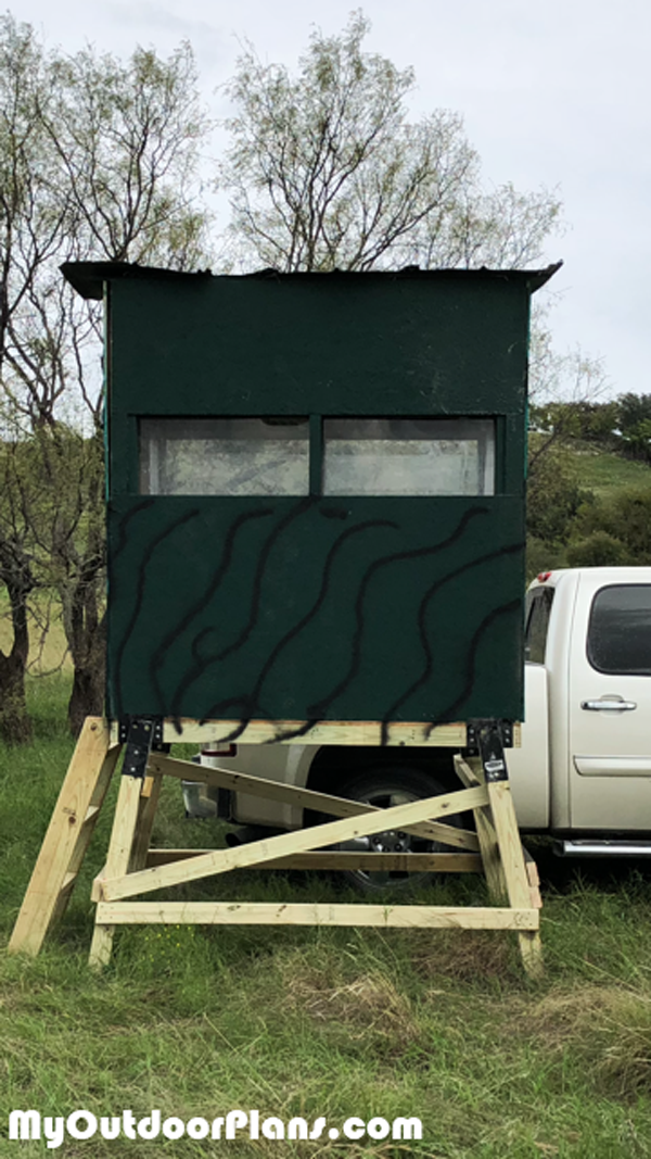 Building-a-deer-stand