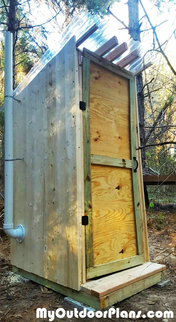 DIY-Wooden-Outhouse