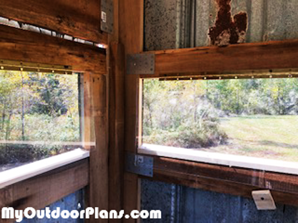 Interior-of-the-deer-stand