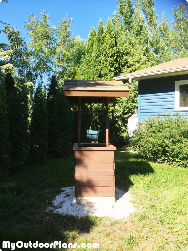 DIY Garden Wishing Well