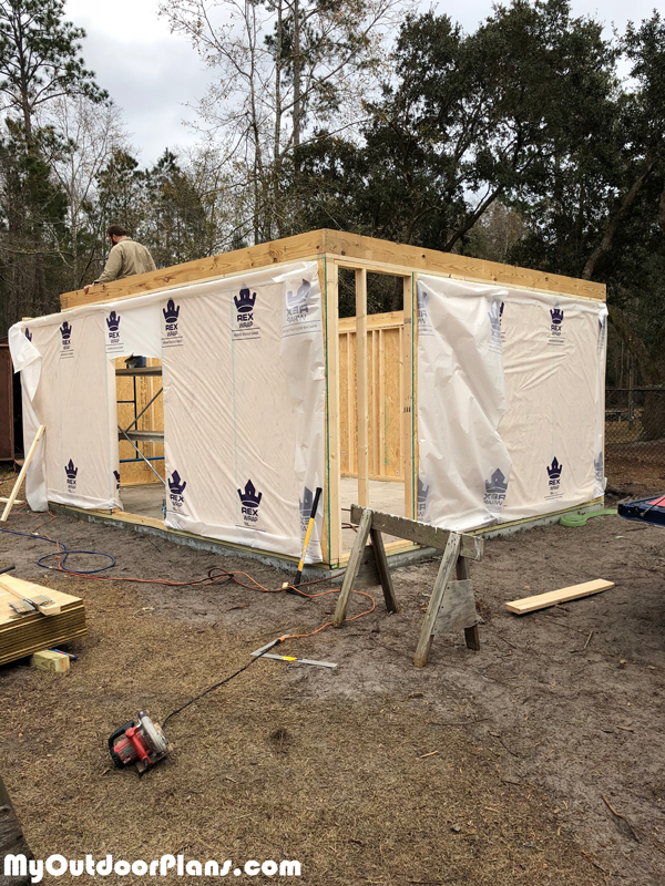 Building-the-frame-of-the-gambrel-shed