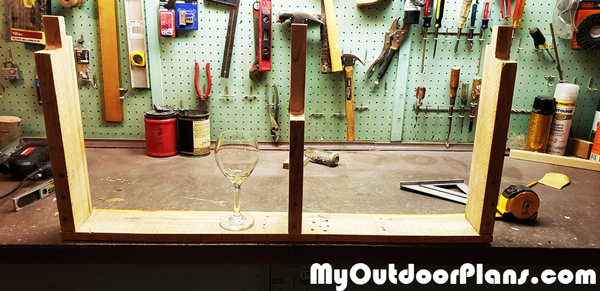 Designing-the-pallet-wood-wine-rack