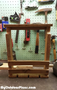 How-to-build-a-pallet-wood-wine-rack
